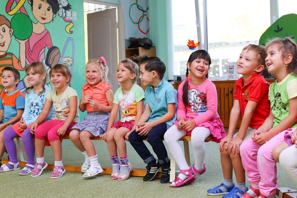 ילדים בשיחה