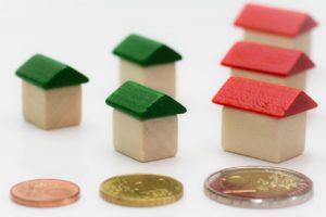 בובות של בתים ומטבעות